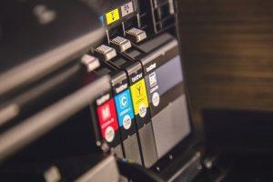 Tiskarna z ugodnimi storitvami ponuja boljšo izkušnjo od domačega tiskalnika